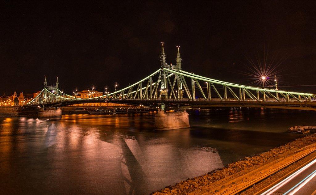 Budapest-Freedom-Bridge-by-Night-I.jpg