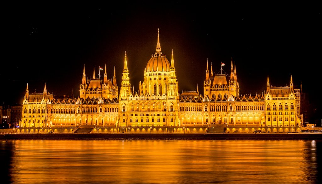 Budapest-Hungarian-Parliament.jpg