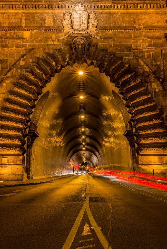 Budapest-Tunnel.jpg